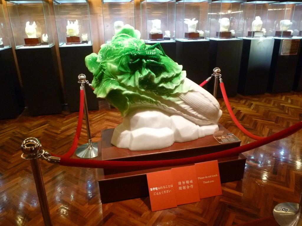 塩で出来た「玉白菜」 20120202